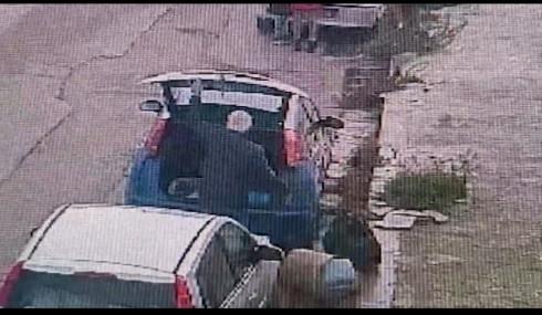 Si sbarazzavano dei rifiuti per strada anche in zona rossa. 30 multe a dicembre  | VIDEO